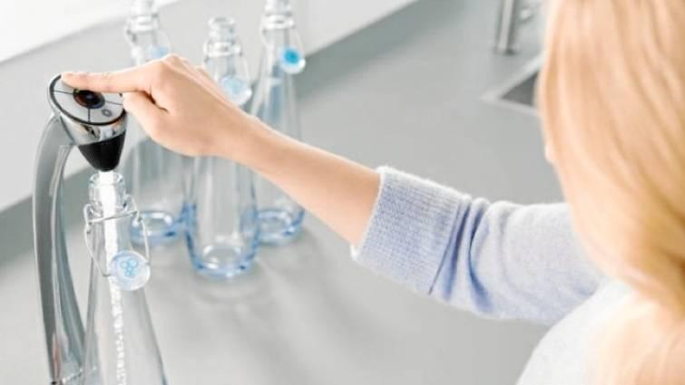 Agua microfiltrada: menos emisiones y envases de plástico